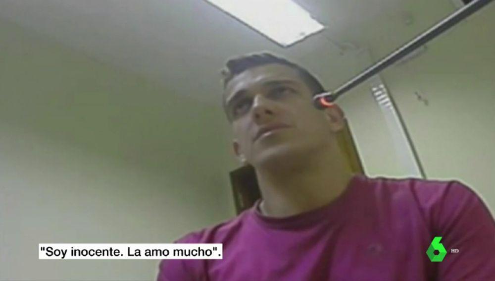 """Las cámaras captaron cómo asesinó a su pareja, pero él niega los hechos: """"Soy inocente, la amo mucho"""""""
