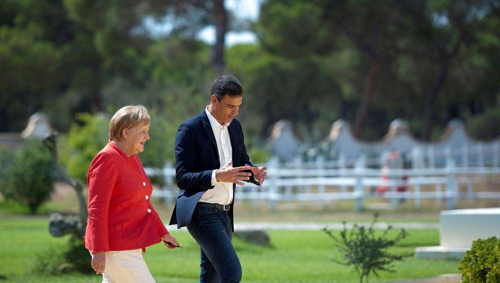 El presidente de gobierno de España, Pedro Sánchez, y la canciller alemana Angela Merkel