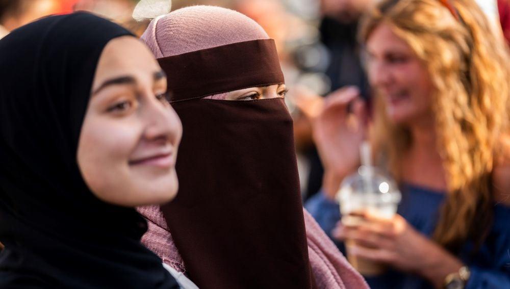 Manifestantes en Dinamarca por el uso de niqab y buka