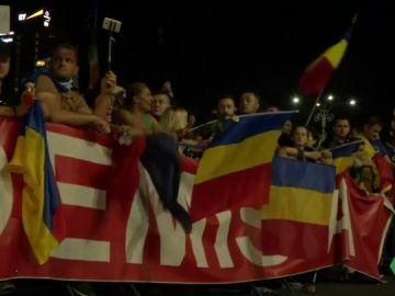 Unas 40.000 personas protestan en Rumanía contra la corrupción y las cargas policiales