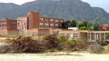 Un incendio obliga a desalojar el centro penitenciario de Fontacalent, Alicante.