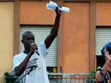 La actriz Rossy de Palma, y el representante del Sindicato de Manteros y Lateros, Serigne Mbaye Diouf