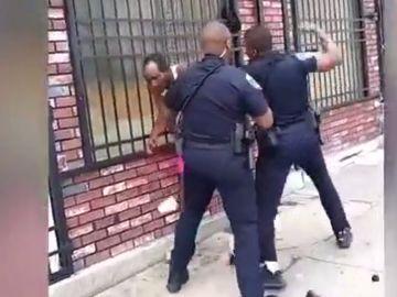 Agresión de un policía de Baltimore a un hombre