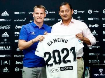 Gameiro en su presentación con el Valencia CF