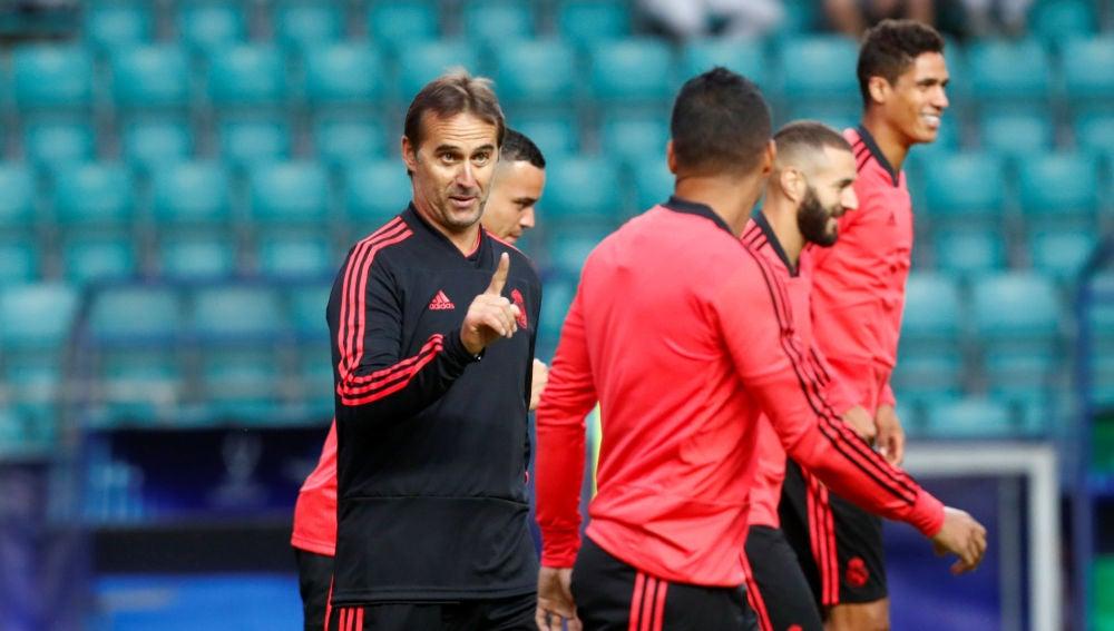 Lopetegui bromea con Casemiro durante el entrenamiento del Real Madrid