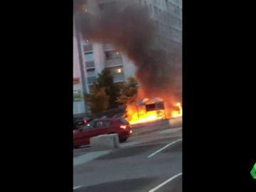 Arden mas de 100 coches en Suecia