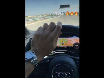 Benzema se graba al volante
