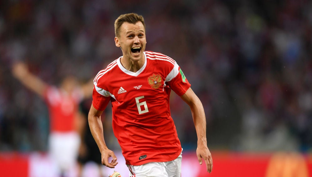 Denis Cheryshev jugando con la selección de Rusia
