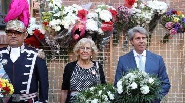 Manuela Carmena y Ángel Garrido asisten a los actos con motivo de las fiestas de la Virgen de la Paloma.