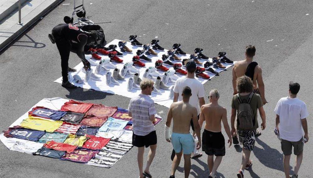 Manteros en las calles de Barcelona