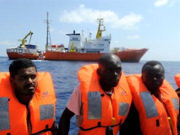 Imagen de archivo de migrantes rescatados en el Mediterráneo