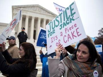 Manifestación a favor y en contra de Jack Phillips en Washington
