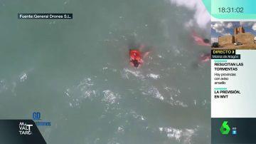Rescate con el dron a unos bañistas en el Puerto de Sagunto