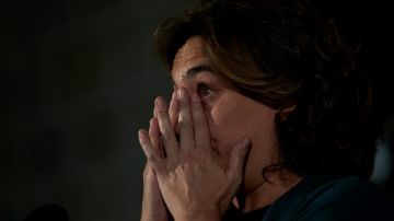 Ada Colau se emociona al recordar a las víctimas del 17A