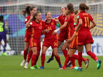Las jugadoras de la selección española celebran uno de los goles contra Nigeria
