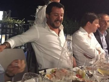 El ministro de Interior de Italia, Matteo Salvini, en una fiesta de la Liga Norte, en la noche de la tragedia de Génova