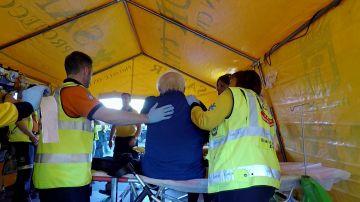 Ambulancias atiende a un señor mayor