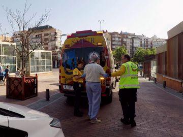 Ambulancias atiende a un señor con fiebre
