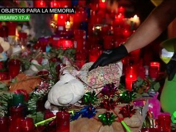 Más de 7.800 objetos rinden homenaje a las víctimas en el Museo de Historia de Barcelona: 'No tenim por' es el mensaje que más se repite