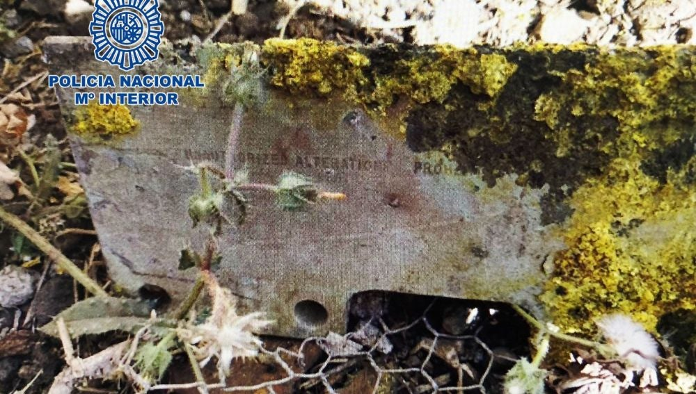 Pieza metálica encontrada el 23 de agosto en una finca de La Laguna (Tenerife), que desde un principio se pensó que podía proceder de un avión