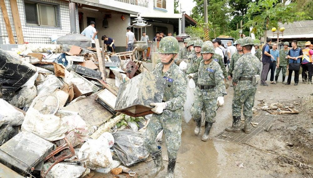 Miles de hogares se han visto anegados por las aguas en Taiwán