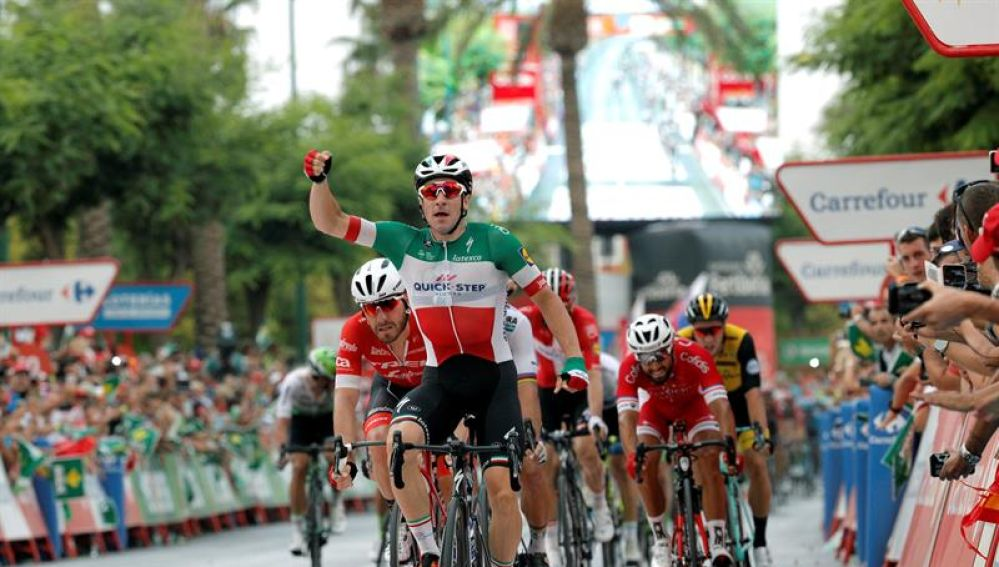 Viviani se impone en la tercera etapa de la Vuelta