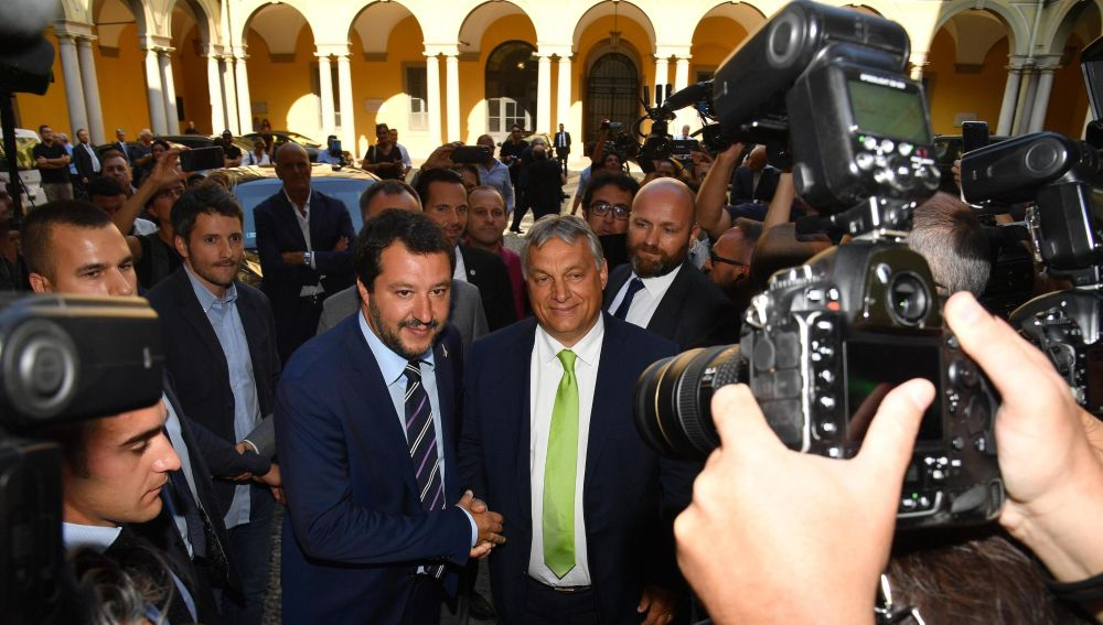 Salvini y Orbán estrechan lazos en Milán frente al resto de la UE