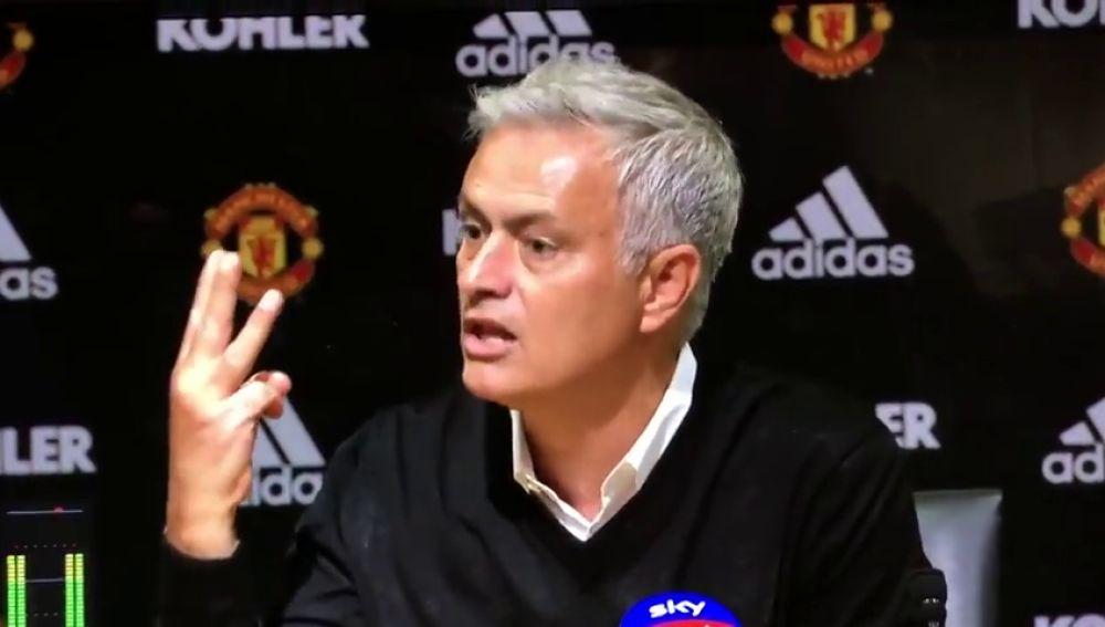 """Mourinho se encara con los medios: """"Tengo tres Premier, más que los otros 19 entrenadores juntos"""""""