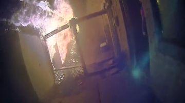 Rescata a un padre y sus seis hijos, entre ellos dos bebés, de un incendio en Texas