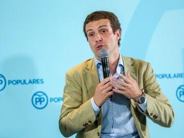 El líder del PP, Pablo Casado, interviene durante el acto con alcaldes y cargos electos del PP de La Rioja.