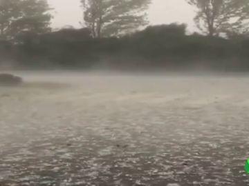 Las fuertes tormentas dejan en Cataluña granizo y rachas de viento de hasta 90 kilómetros por hora