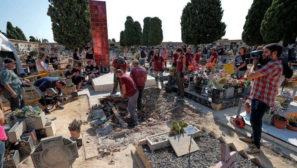 Exhumaciones en la fosa 112 de Paterna