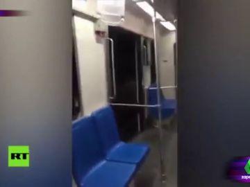 """El susto de un joven mexicano cuando se queda dormido en el metro: """"Parece una pinche película de terror esto"""""""
