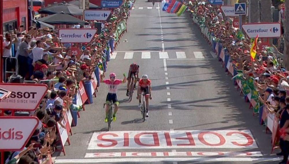 Simone Clarke celebra su victoria en Roquetas de Mar