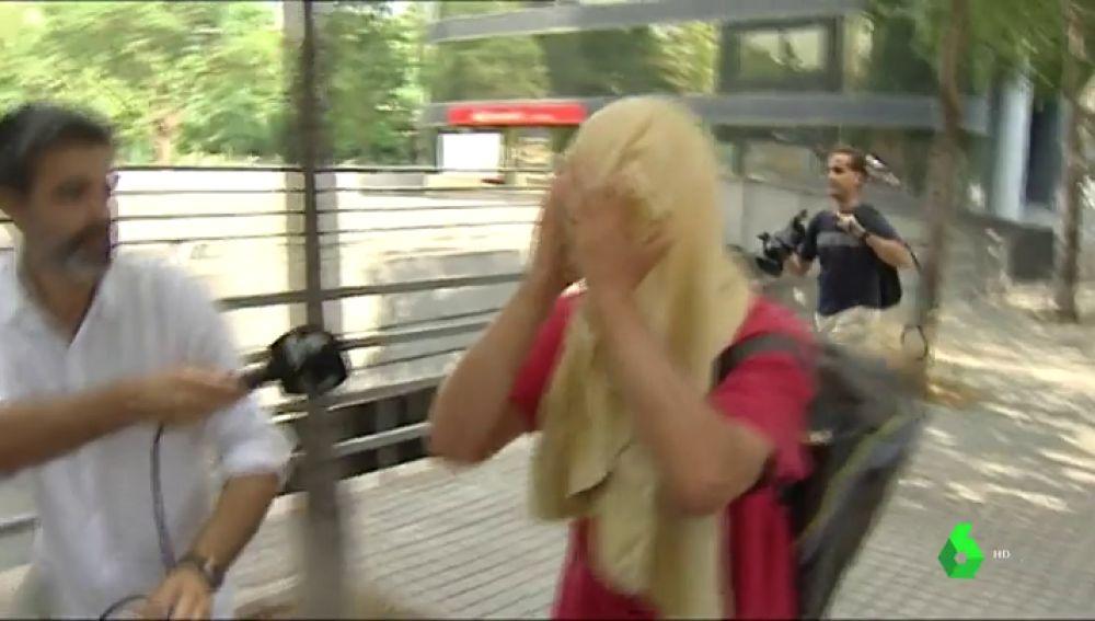 El detenido por agredir a una mujer que quitaba lazos amarillos en Barcelona queda en libertad con cargos