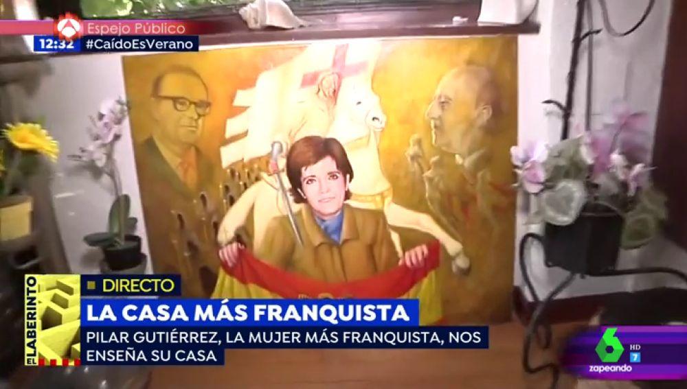 """El gato 'claudillo', retratos de Franco, cojines con el escudo preconstitucional...: Este es el análisis del surrealista reportaje en la casa de """"la mujer más franquista de España"""""""