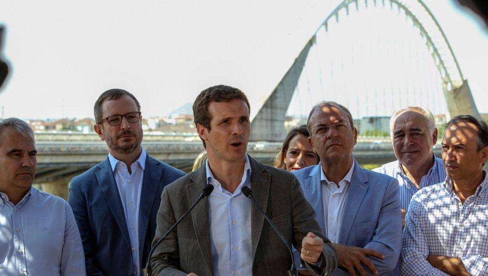 Pablo Casado acompañado de Javier Maroto y José Antonio Monago en Mérida