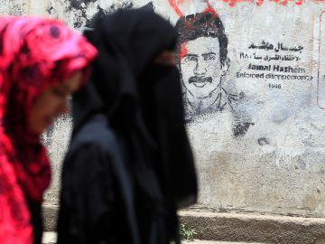 Dos mujeres paseando por Yemen