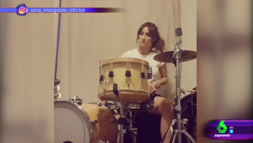 Ana Morgade tocando la batería