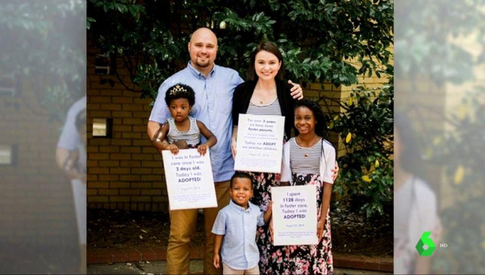 La familia Zezulka adopta a tres hermanos