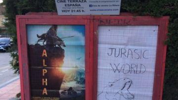 Cartel casero de Jurassic World