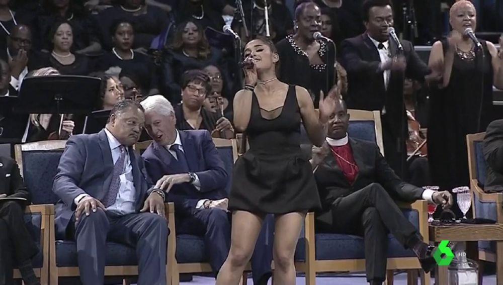 El funeral de Aretha Franklin reúne a cantantes, actores y políticos en Detroit en un tributo a su vida