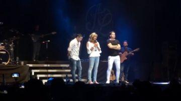 """La madre de Diana Quer sube al escenario de un concierto de Andy y Lucas para mostrarles su apoyo: """"Ojalá tuviéramos en España muchos como ellos"""""""