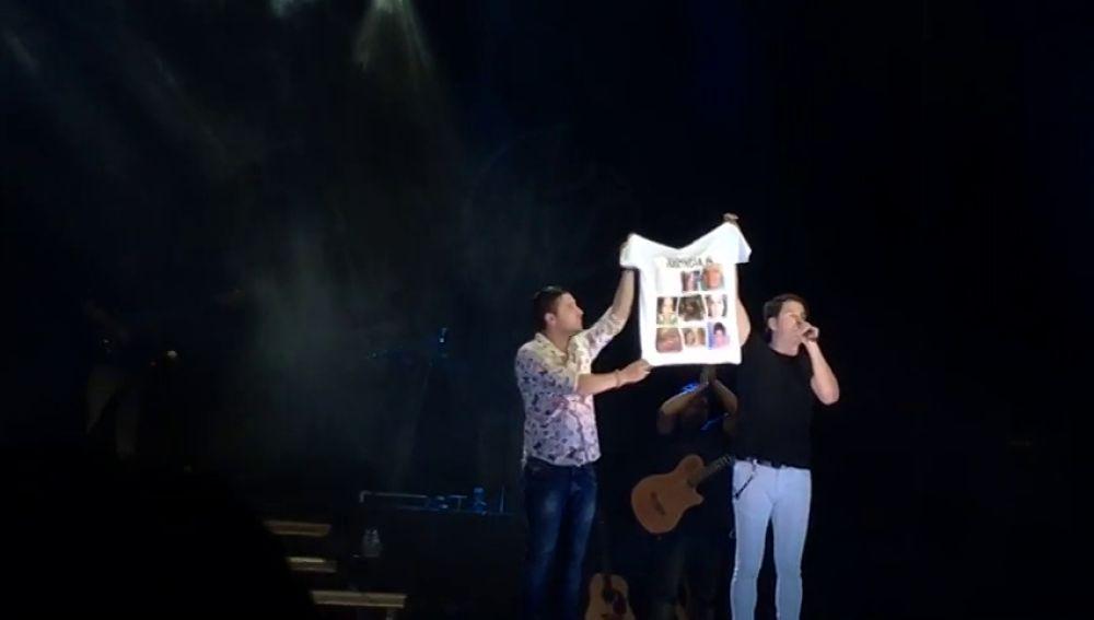 """Andy y Lucas vuelven a usar su camiseta de 'Justicia ya' tapando la foto de Gabriel Cruz: """"La pena tiene que ser más dura para esos canallas"""""""