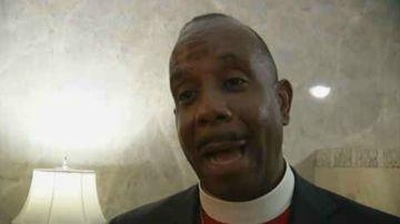 Charles H. Ellis, el obispo que tocó a Ariana Grande