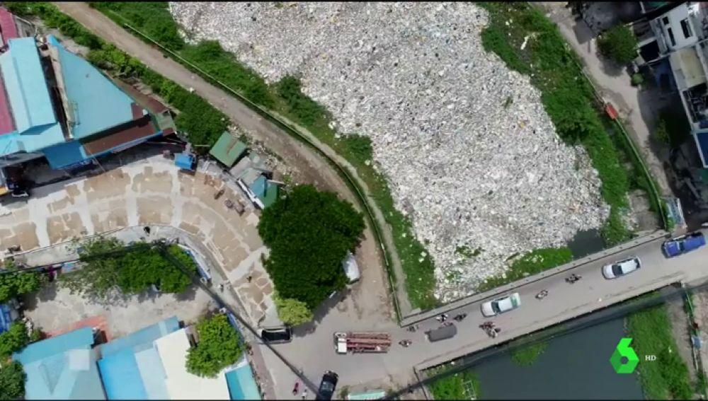 El plástico asfixia los ríos de Camboya