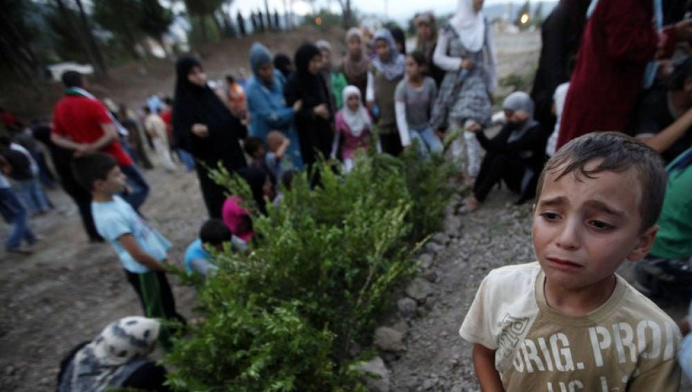 Un niño migrante en un campo de refugiados de Australia
