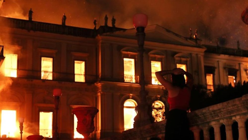 Imagen del incendio en el Museo Nacional de Brasil