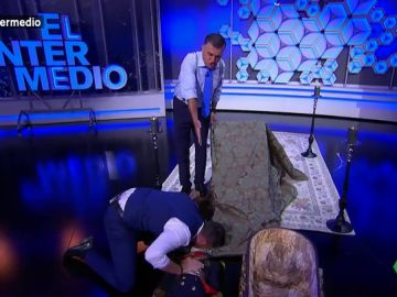 Dani Mateo le hace el boca a boca a Franco