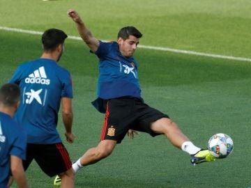 Morata, entrenando con la Selección
